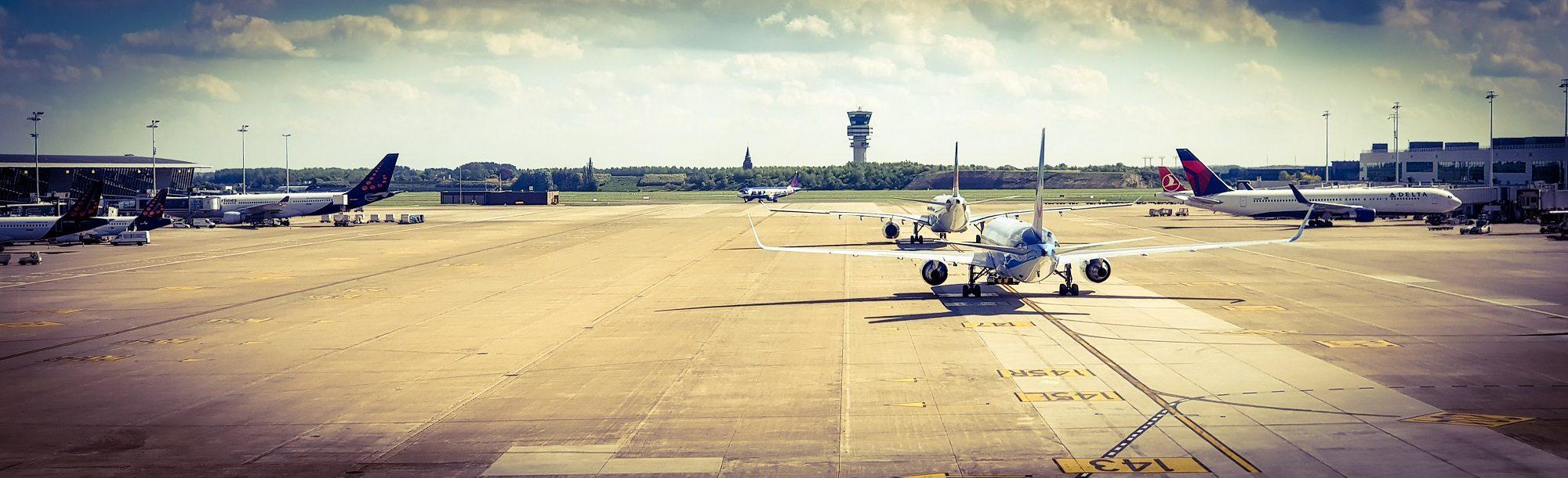 luchthaven met vliegtuigen