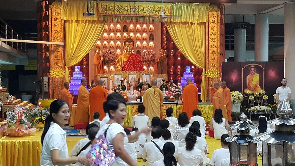 boeddhistische dienst in Hat Yai