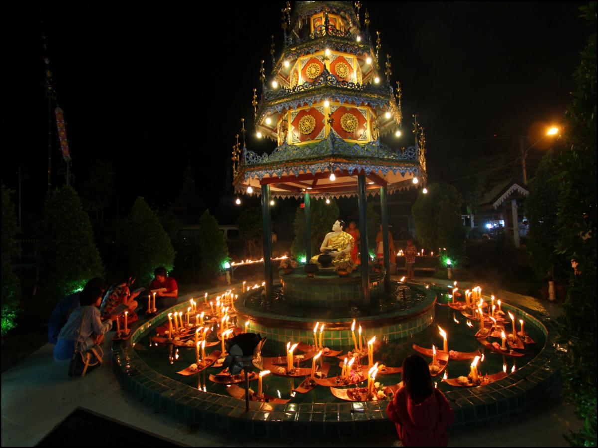 kaarsen bij de tempel