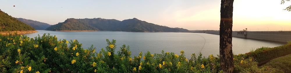 het stuwmeer in Nakhon Nayok