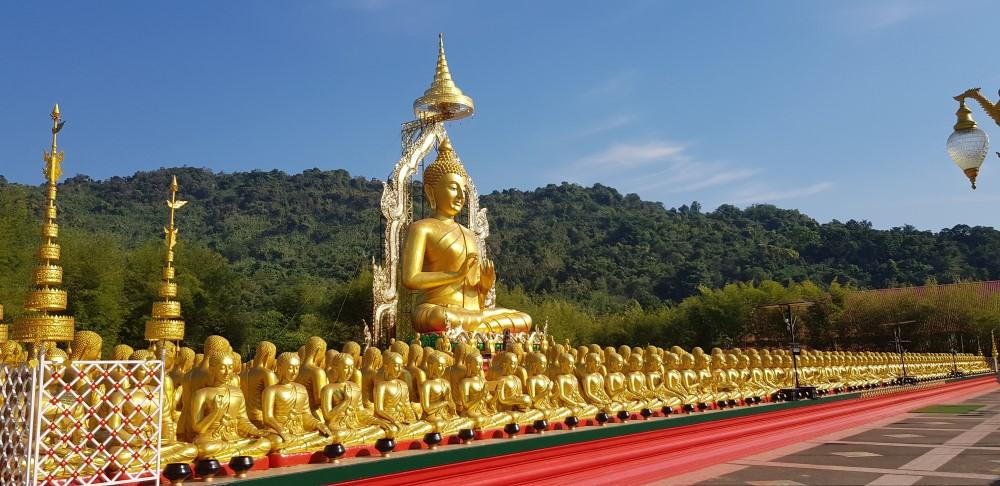 monniken bij bhoeddha