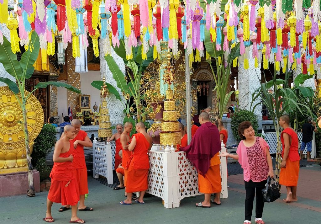 monikken in een tempel in Lamphun
