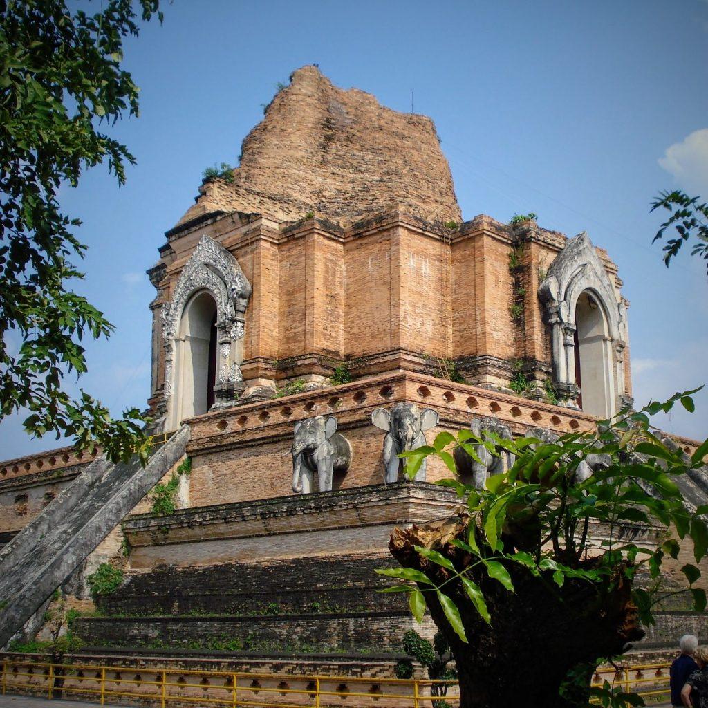 Wat Chedi Luang, een van de vele tempels in Chiang Mai